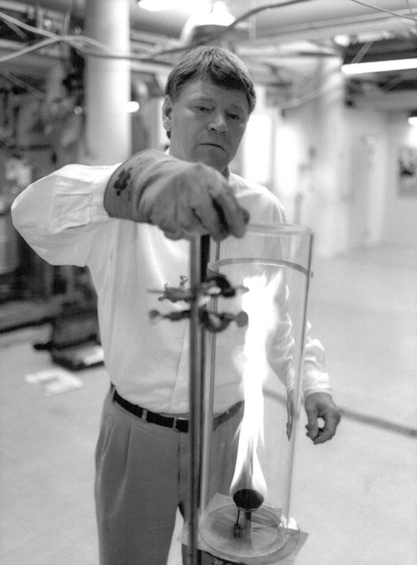 Erik Bagger arbejder på louisiana gaslampe