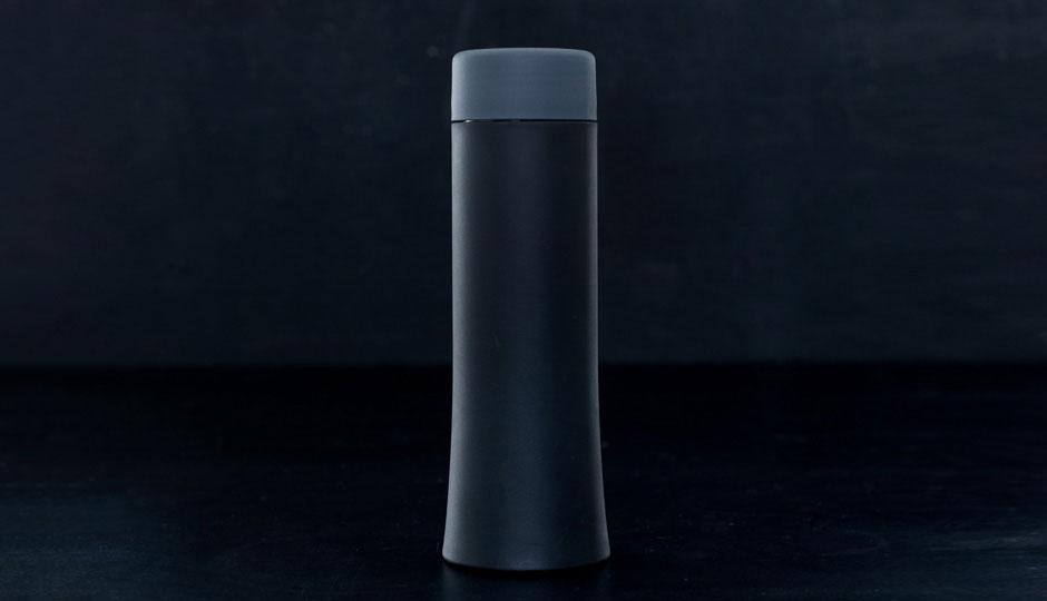 Drikkeflaske i sort plast designet af erik bagger